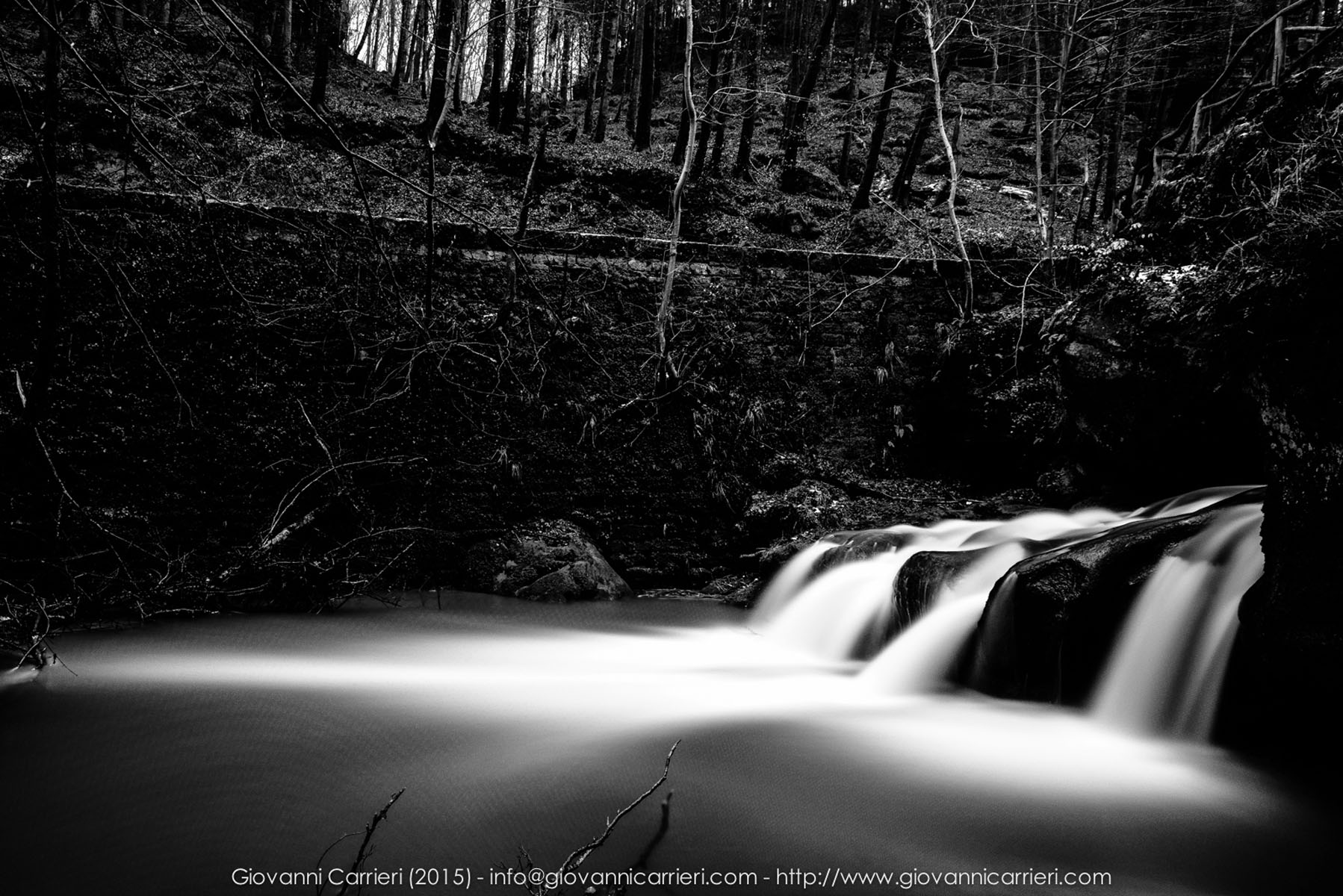 Le cascate Mullerthal in inverno. Lussemburgo