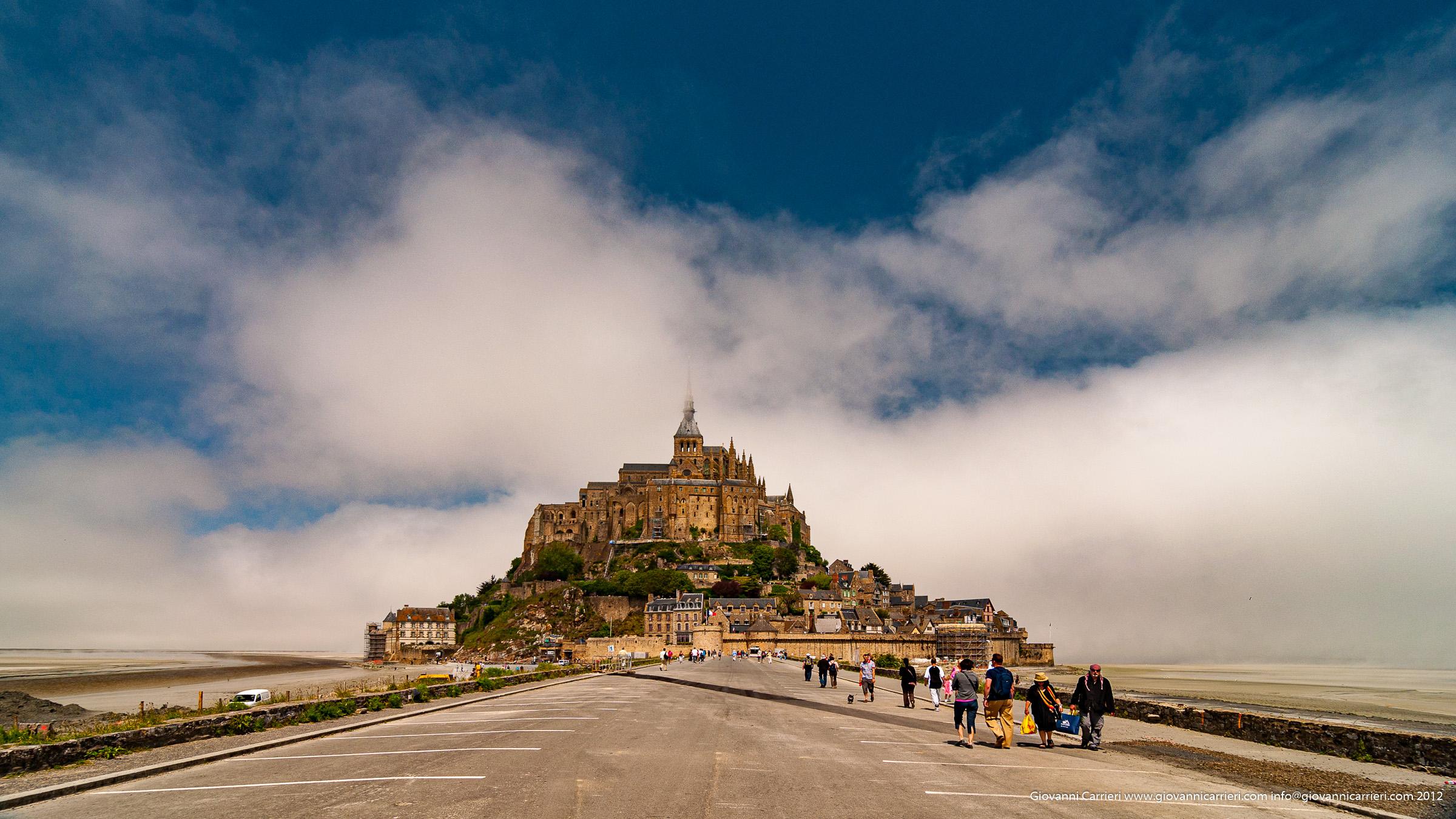 Il paesaggio di Mont St. Michel e la sede del fiume Couesnon