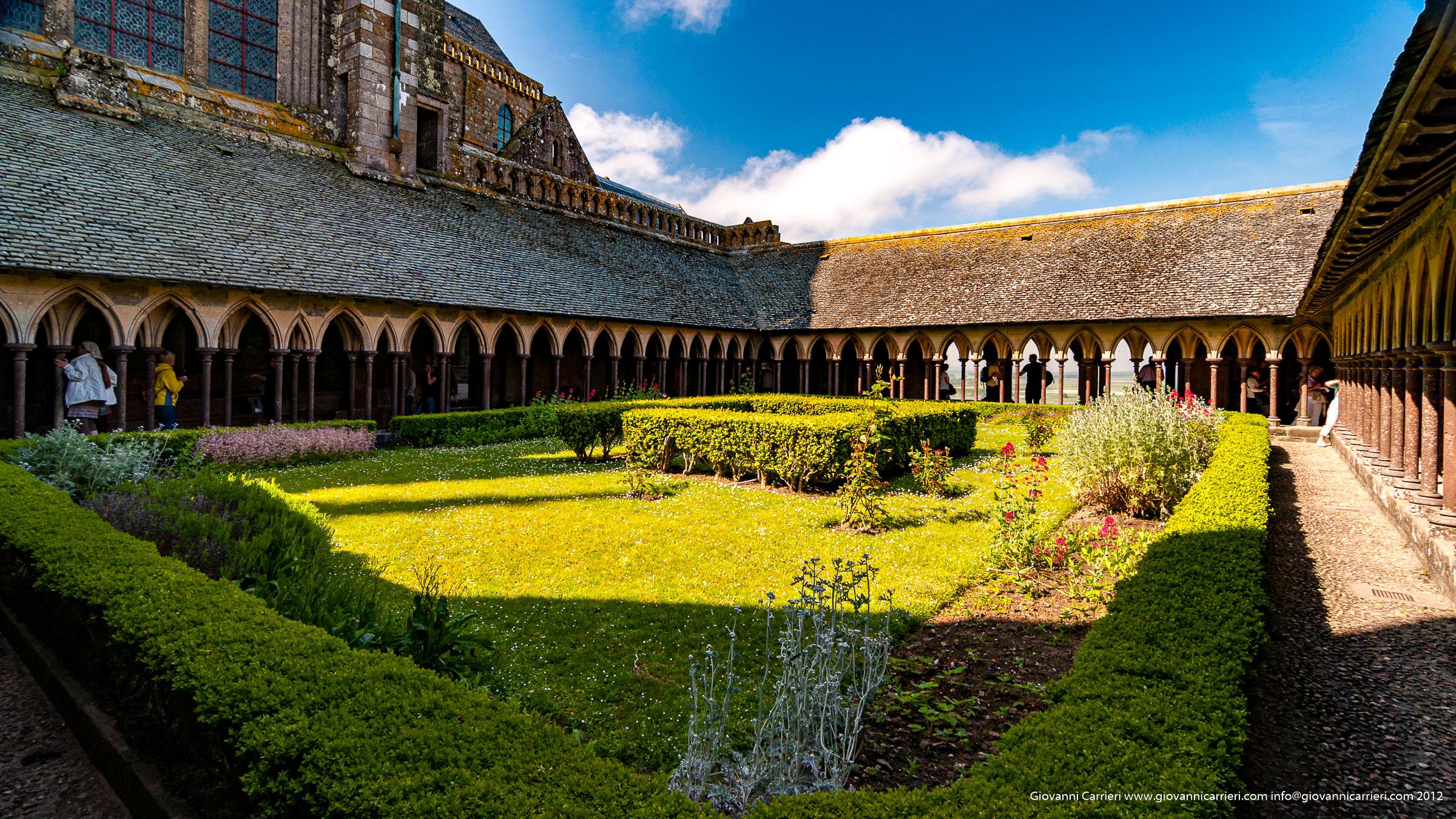 Il chiostro dell'abbazia di San Michele Arcangelo