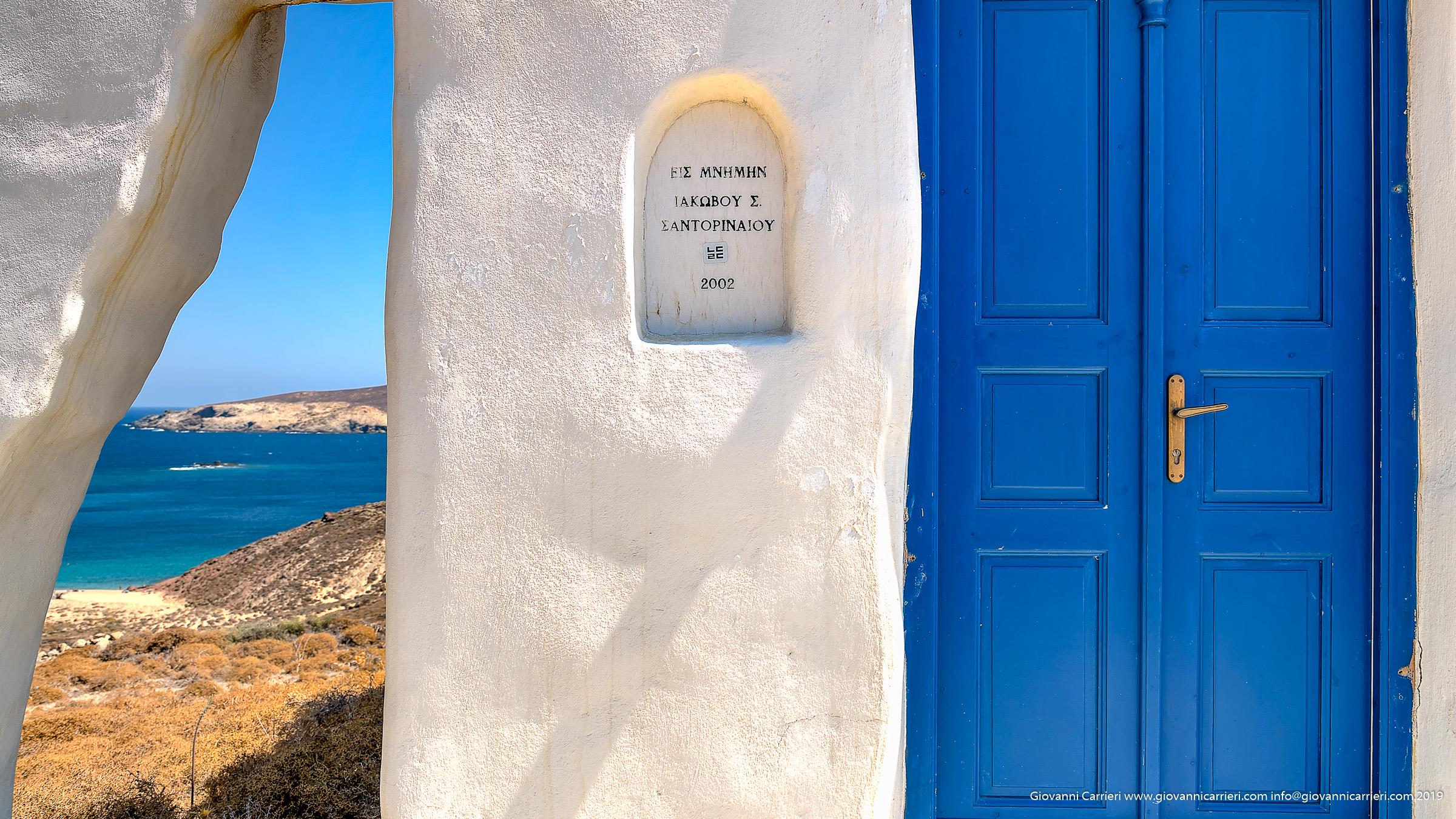 Le chiese, le porte ed il blu di Mykonos