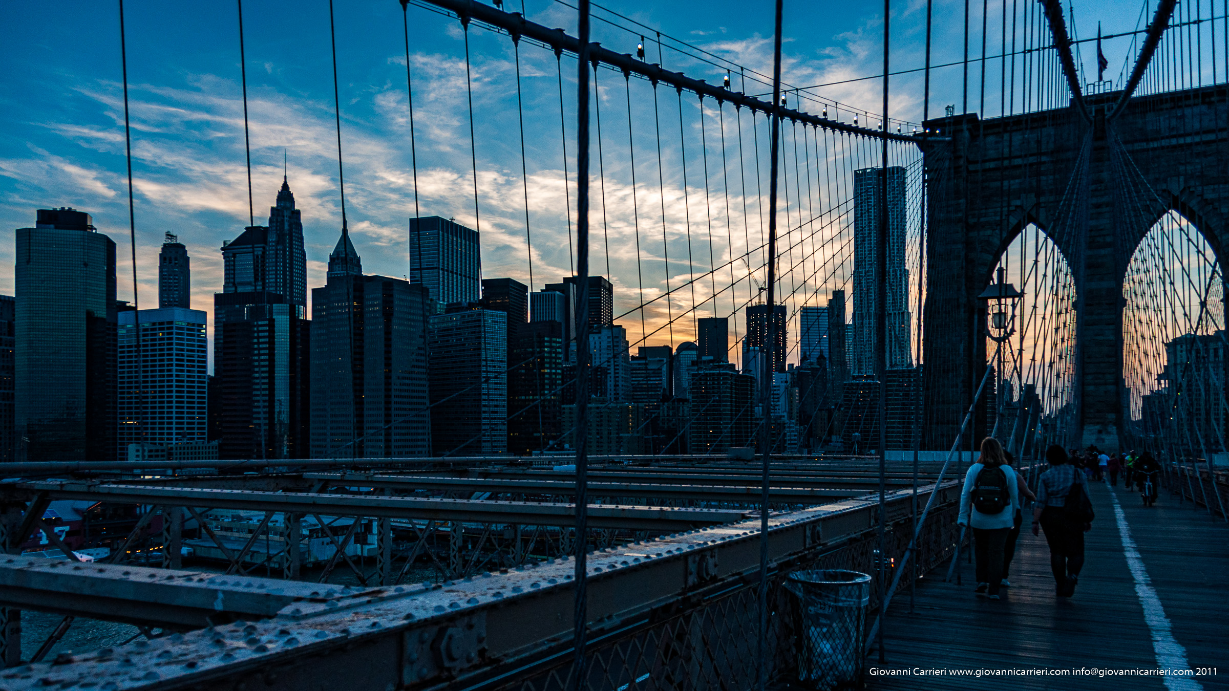Sunset on brooklyn bridge - Manhattan