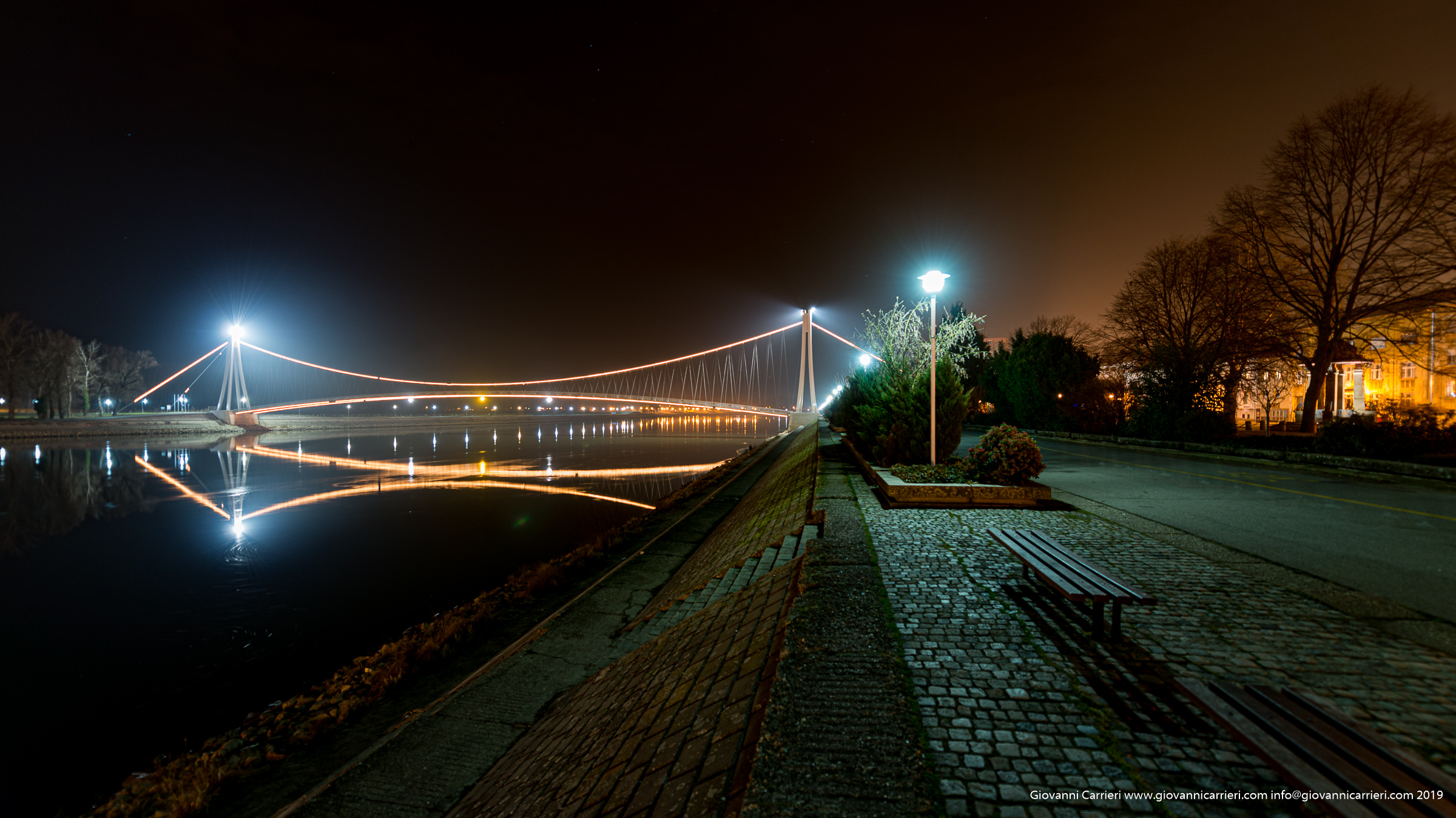 Ponte sospeso sul fiume Drava - Osijek