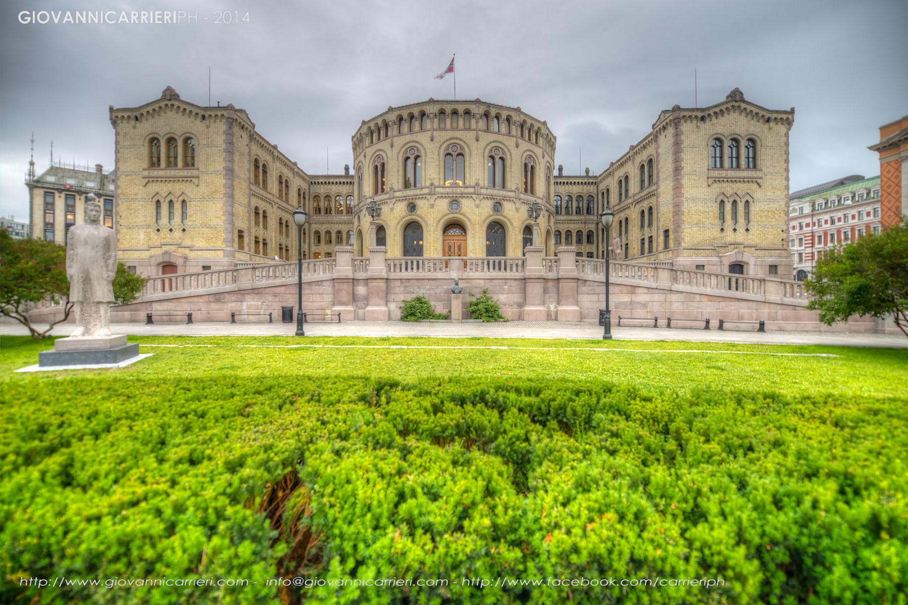 Il Parlamento Norvegese visto di giorno - Oslo
