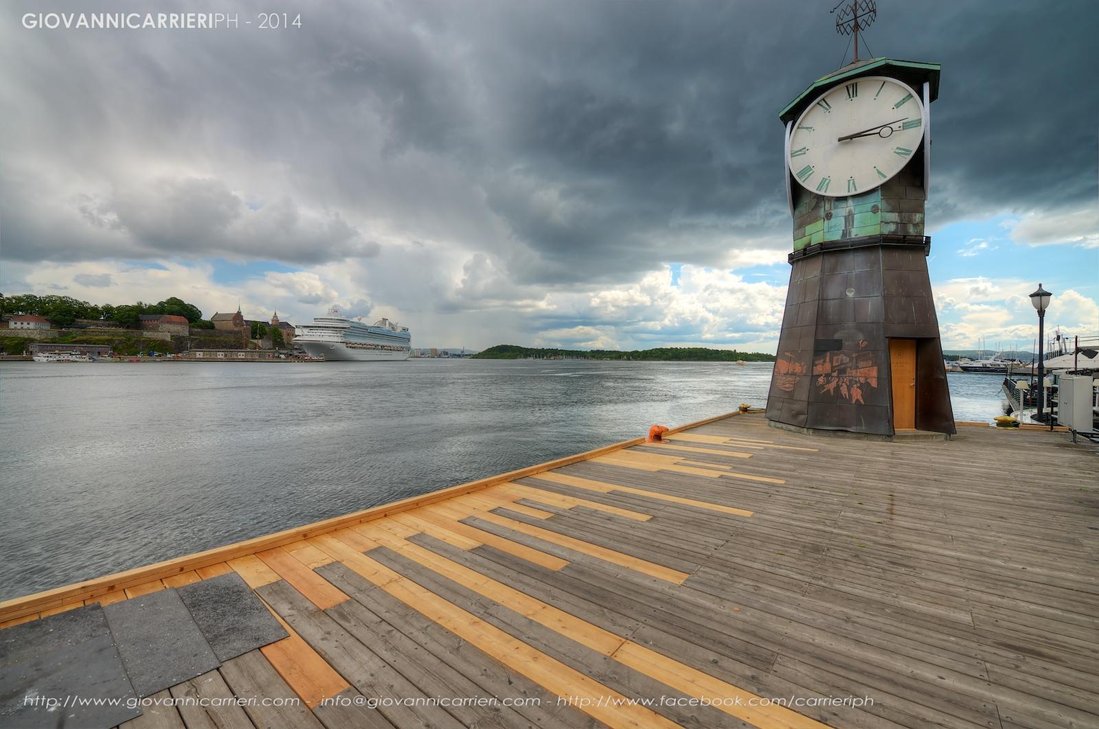 L'orologio sul lungomare di Oslo