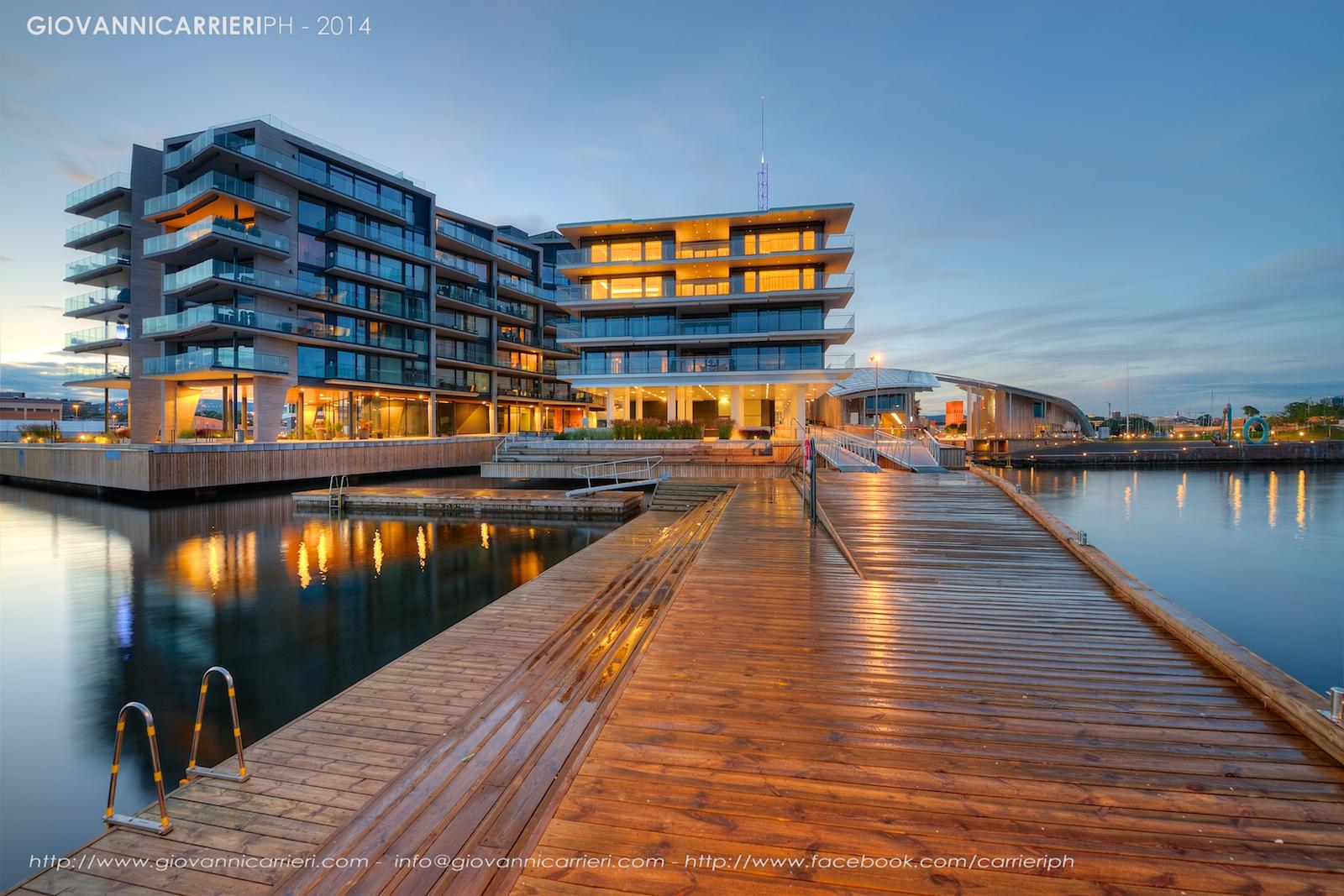 La città costruita sui fiordi vista notturna. Oslo