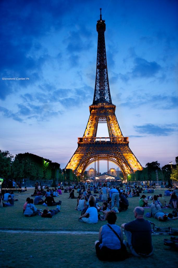 La Torre Eiffel  vista dal Campo di Marte