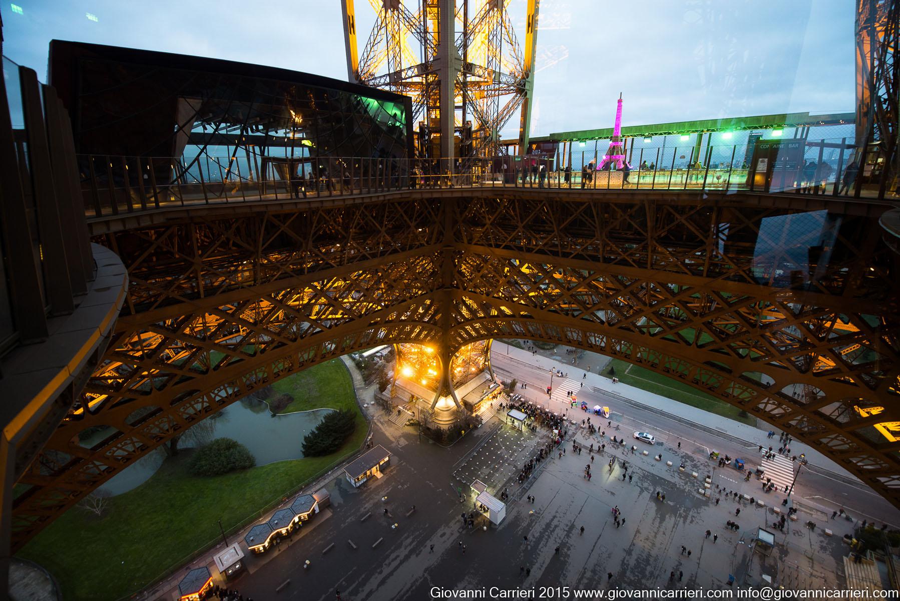 Interno della Torre Eiffel