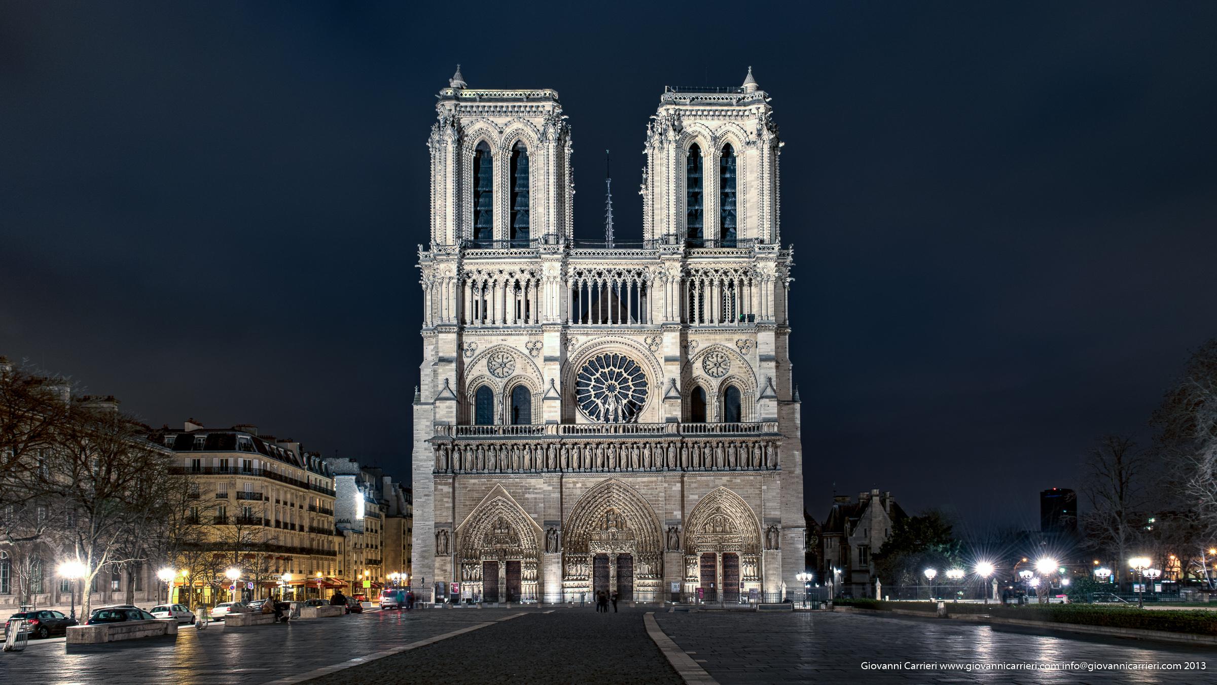 Vista frontale della Cattedrale di Notré Dame