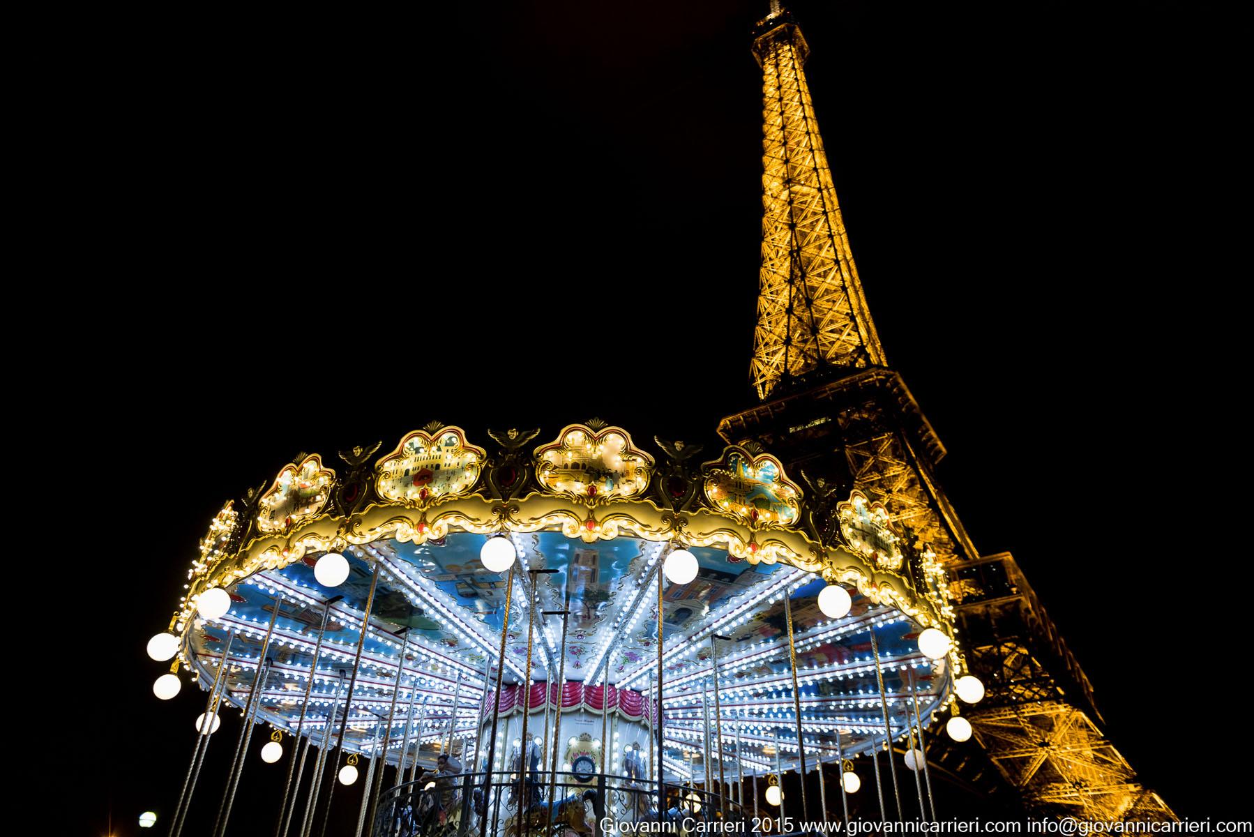 La Torre Eiffel con giostrina