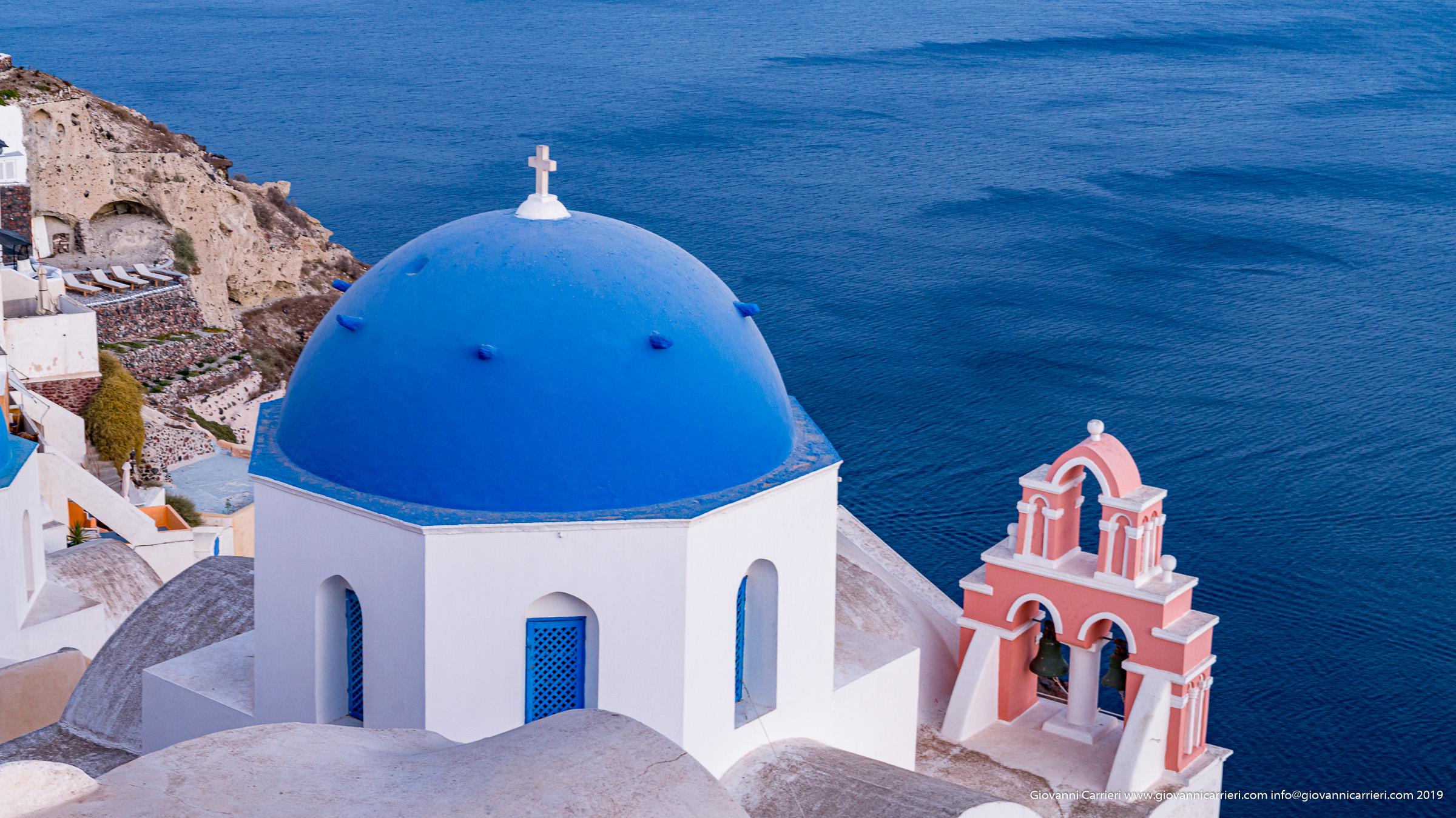 Le campane di Oia affacciatte sulla caldera - Santorini
