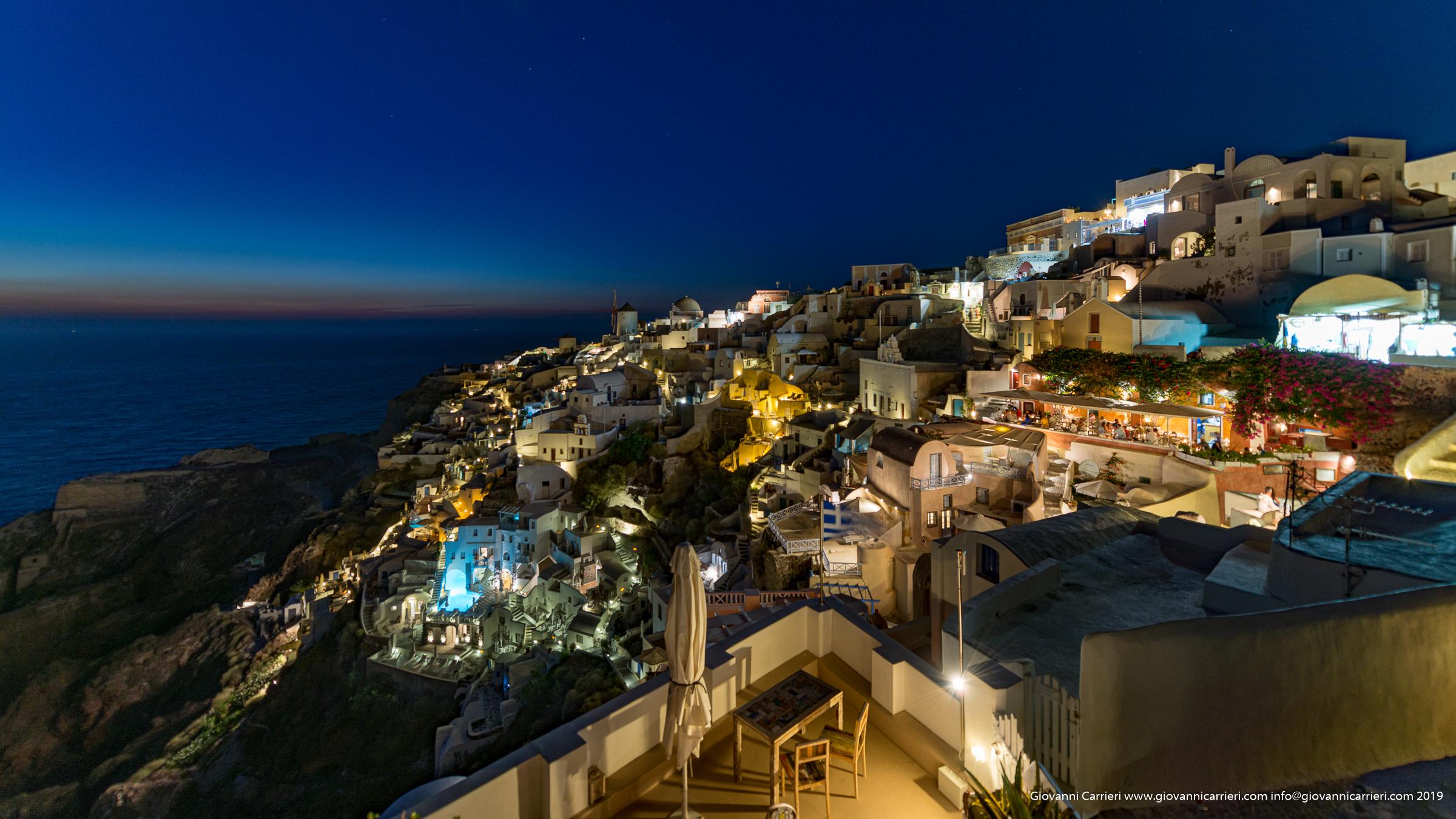 Vista notturna su Oia - Santorini