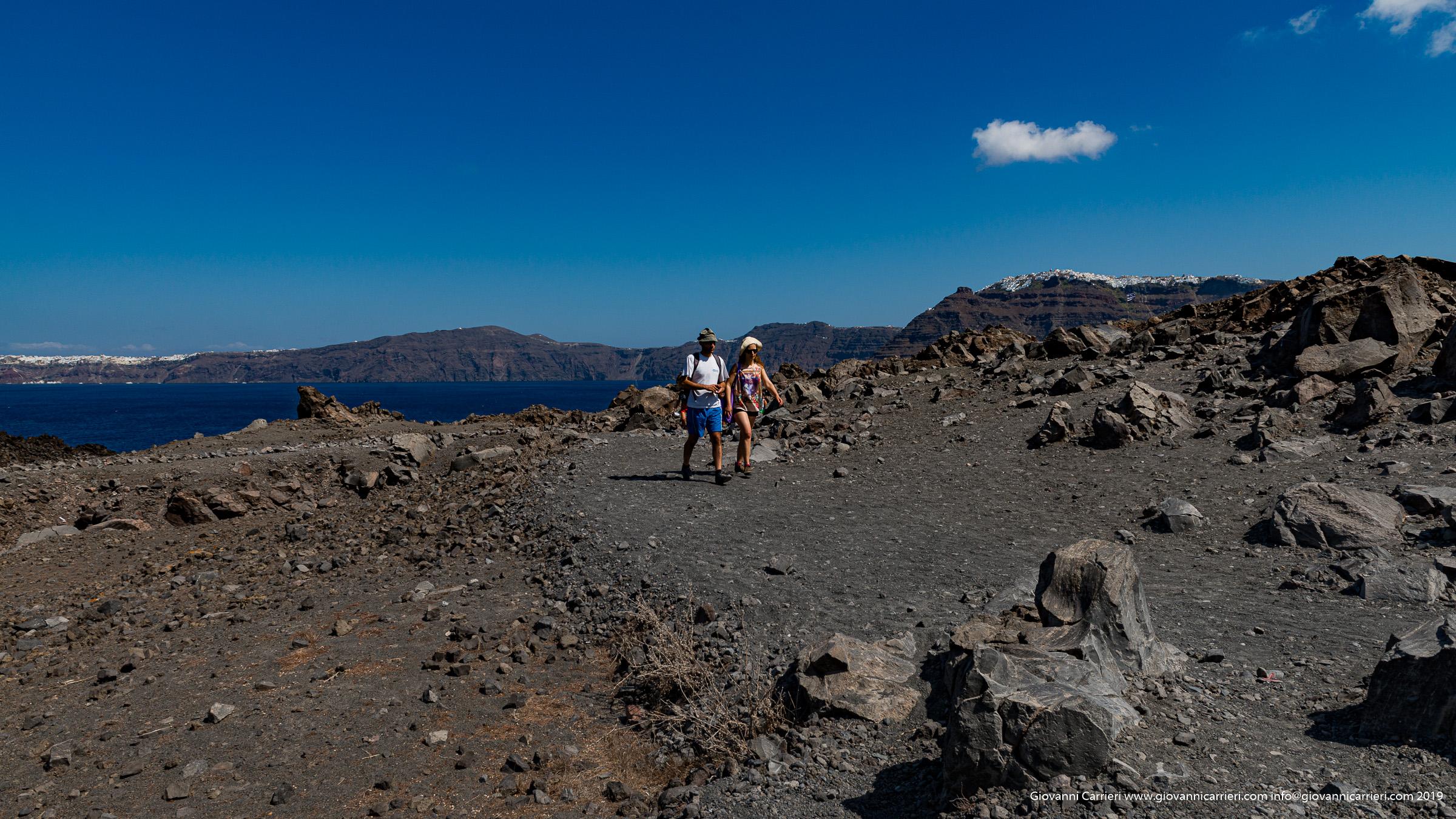 Passeggiando sul nuovo Vulcano posto al centro della Caldera di Santorini