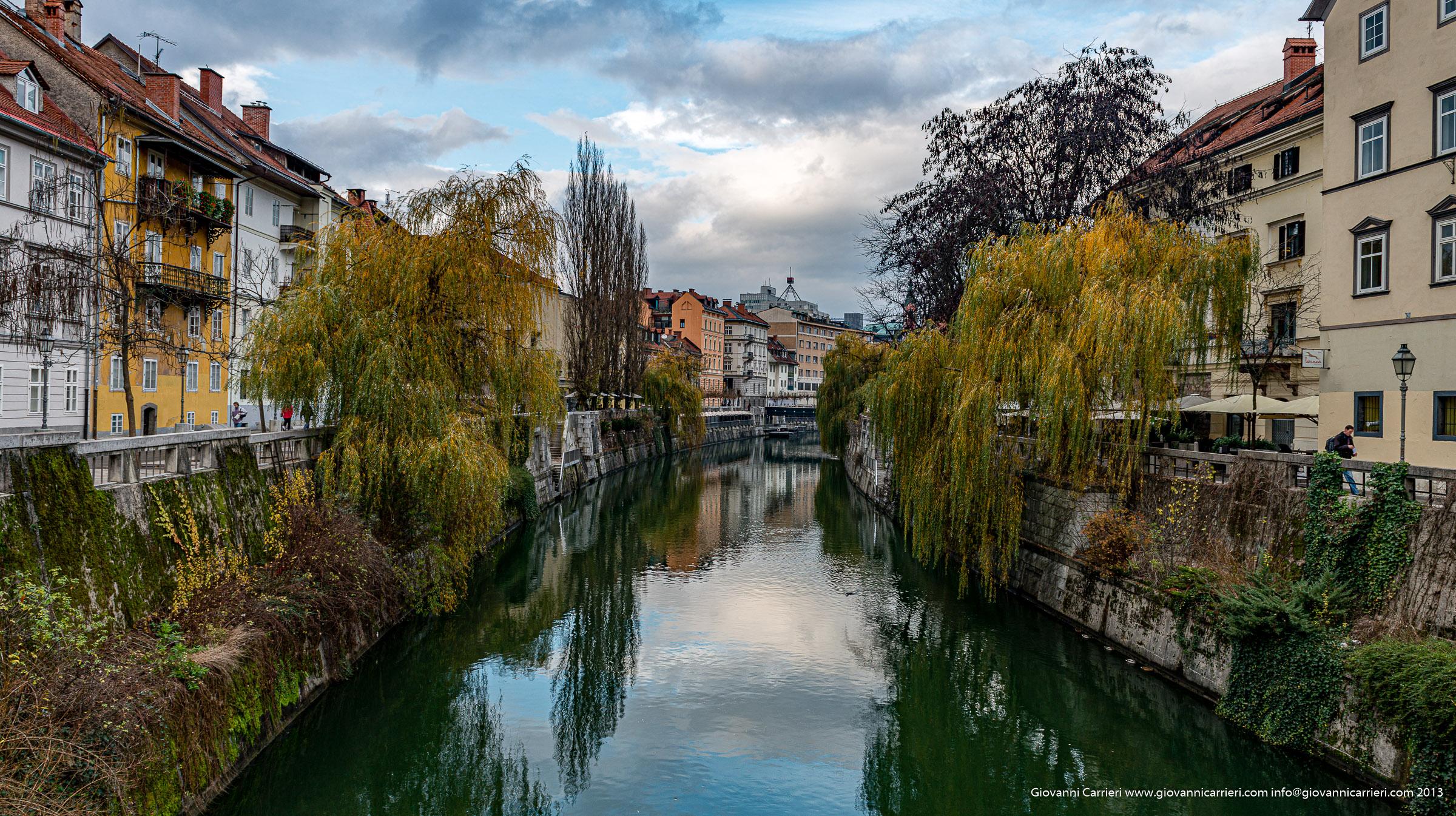 Il fiume Ljubljanica attraversa il centro storico di Lubiana