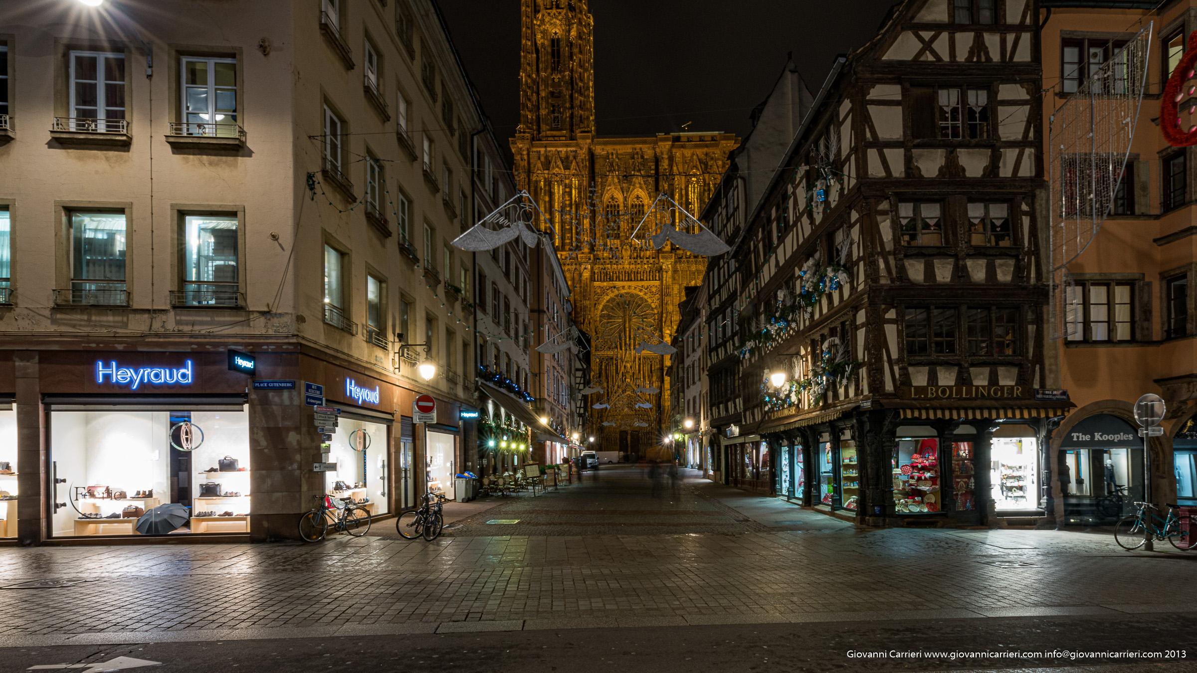 Vista frontale della Cattedrale gotica Notrè Dame - Strasburgo
