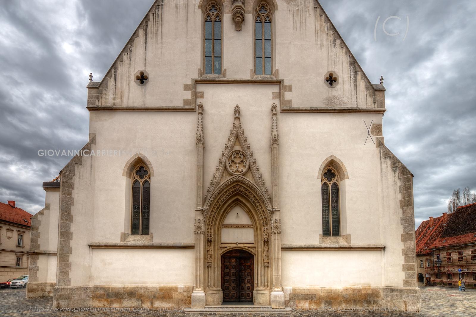 Vista frontale della chiesa di San Marko a Zagabria