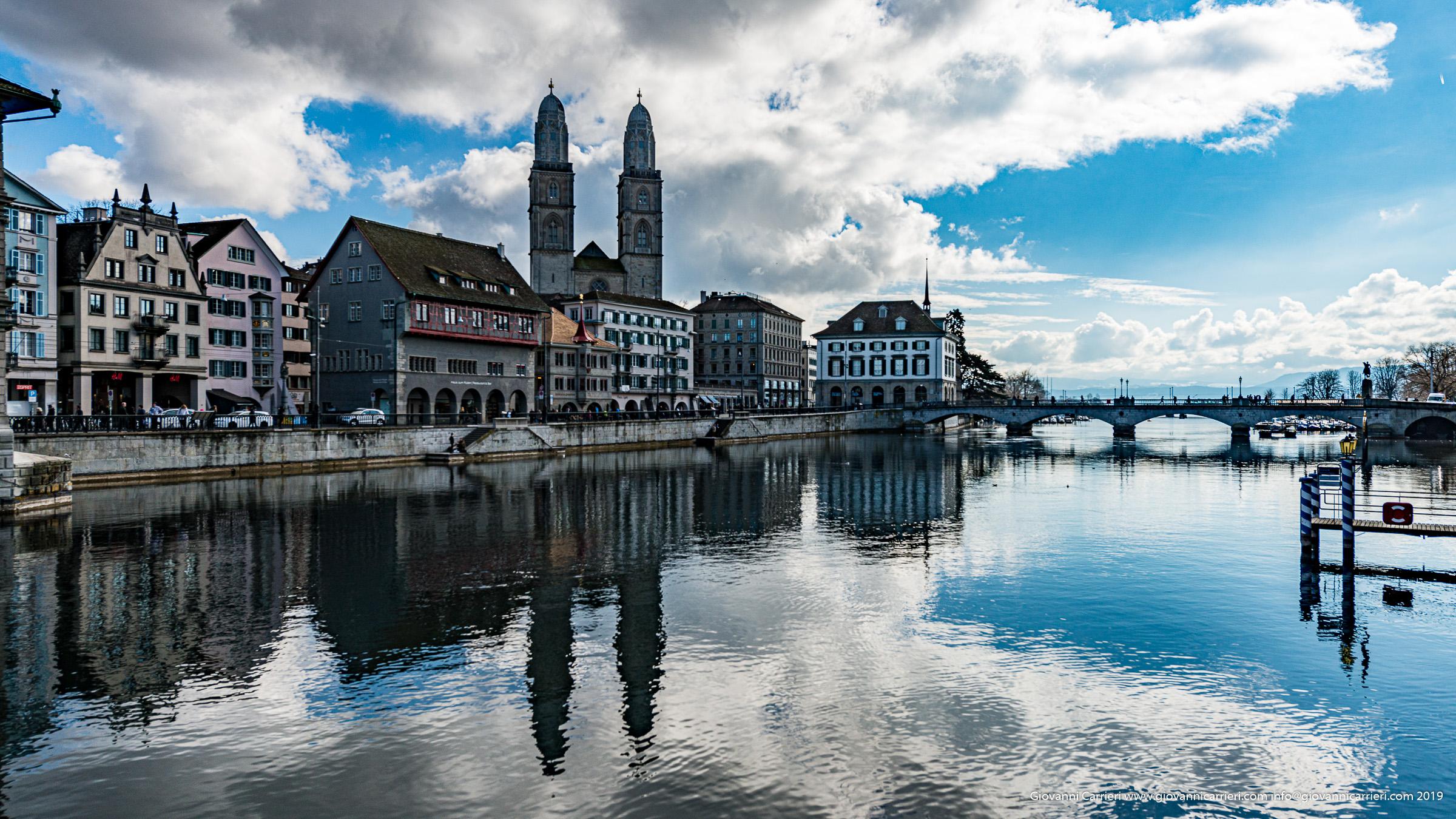 Il Grossmuenster  visto dal fiume Limmat - Zurigo