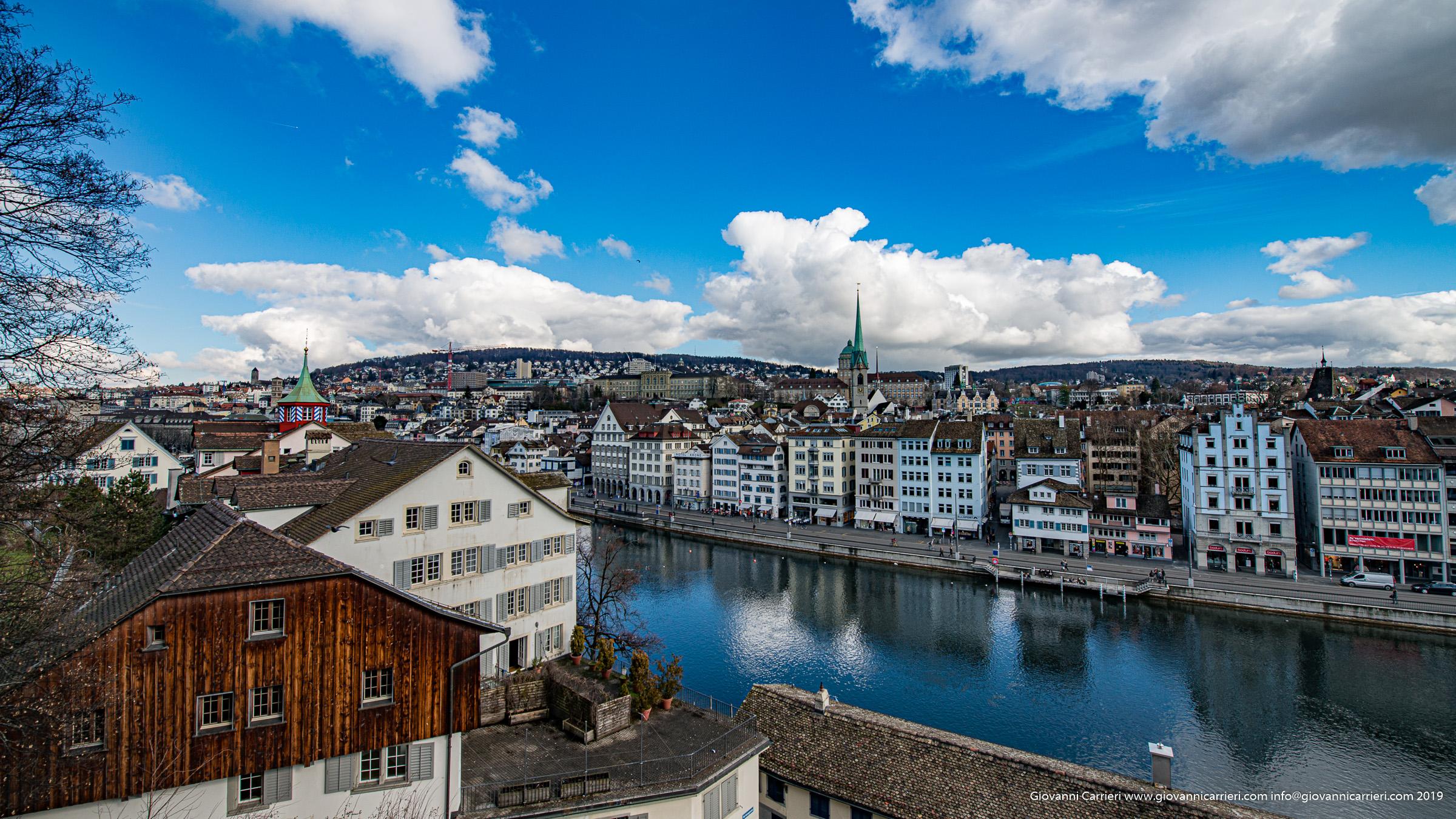 Vista dal parco Lindenhof sul fiume Limmat - Zurigo