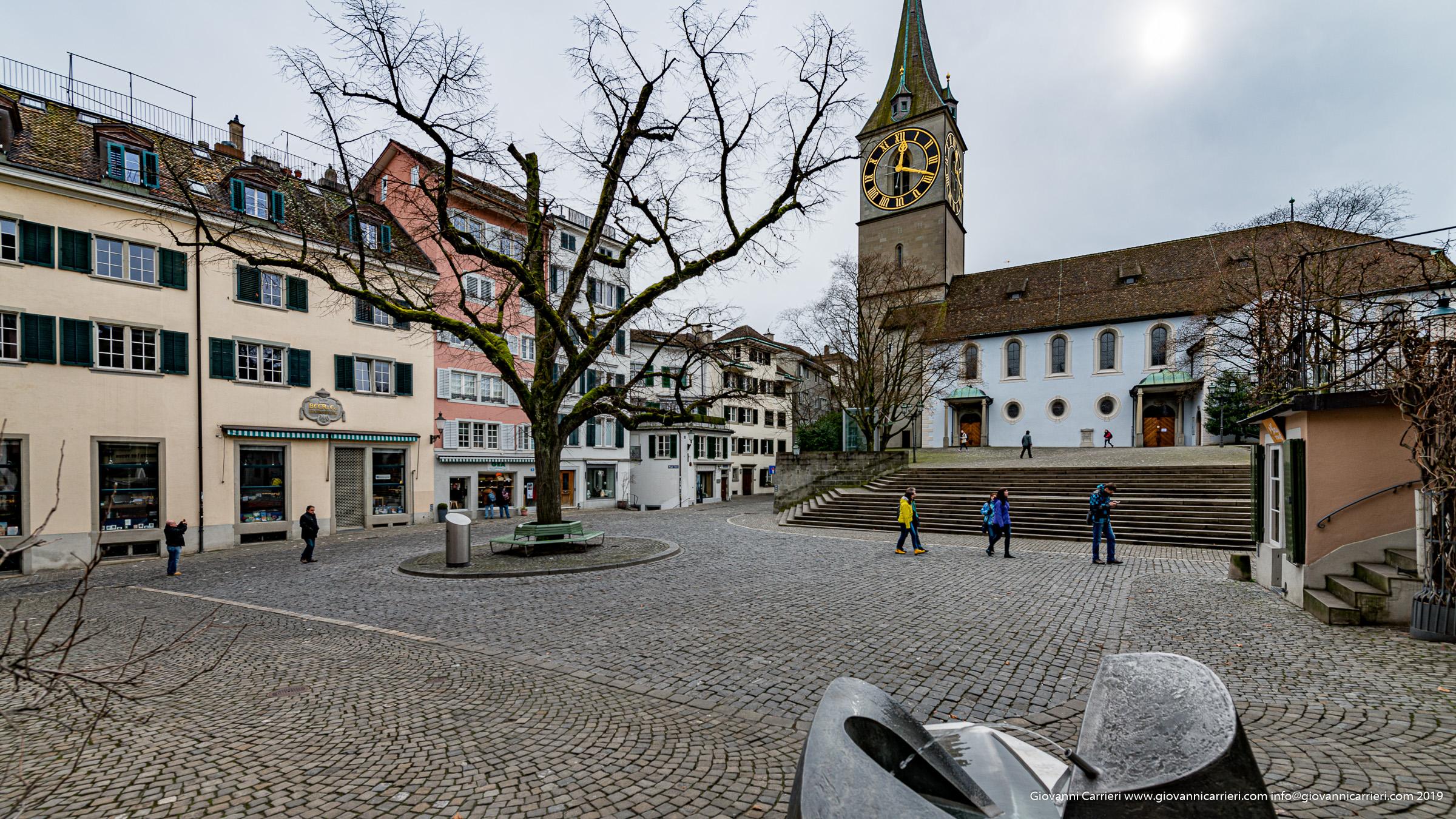 La chiesa di San Pietro con il suo campanile - Zurigo